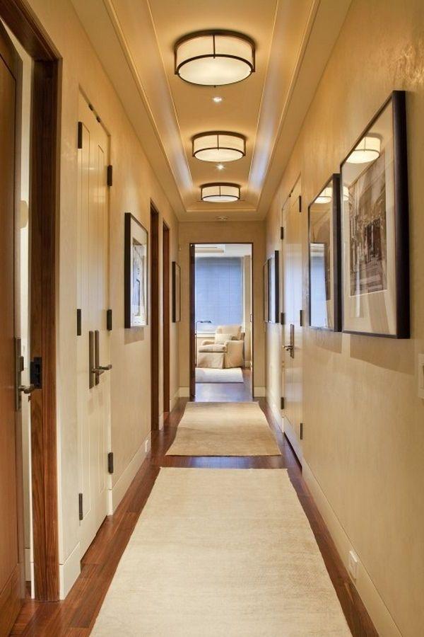puedes colocar apliques en la pared luces hacia los cuadros o los espejos que reflejarn la luz agrandando el espacio o puedes utilizar