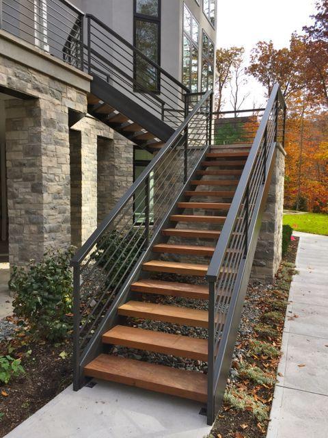 Escaleras modernas interiores y exteriores decorevista for Escaleras modernas para espacios pequenos